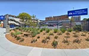 Americas Best Value Inn Oakland Lake Merritt - Well manicured grounds and secure self parking