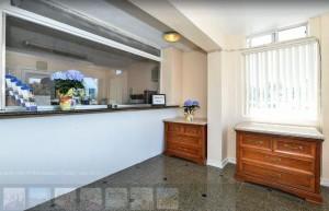 Americas Best Value Inn Oakland Lake Merritt - 24-Hour Front Desk and Lobby